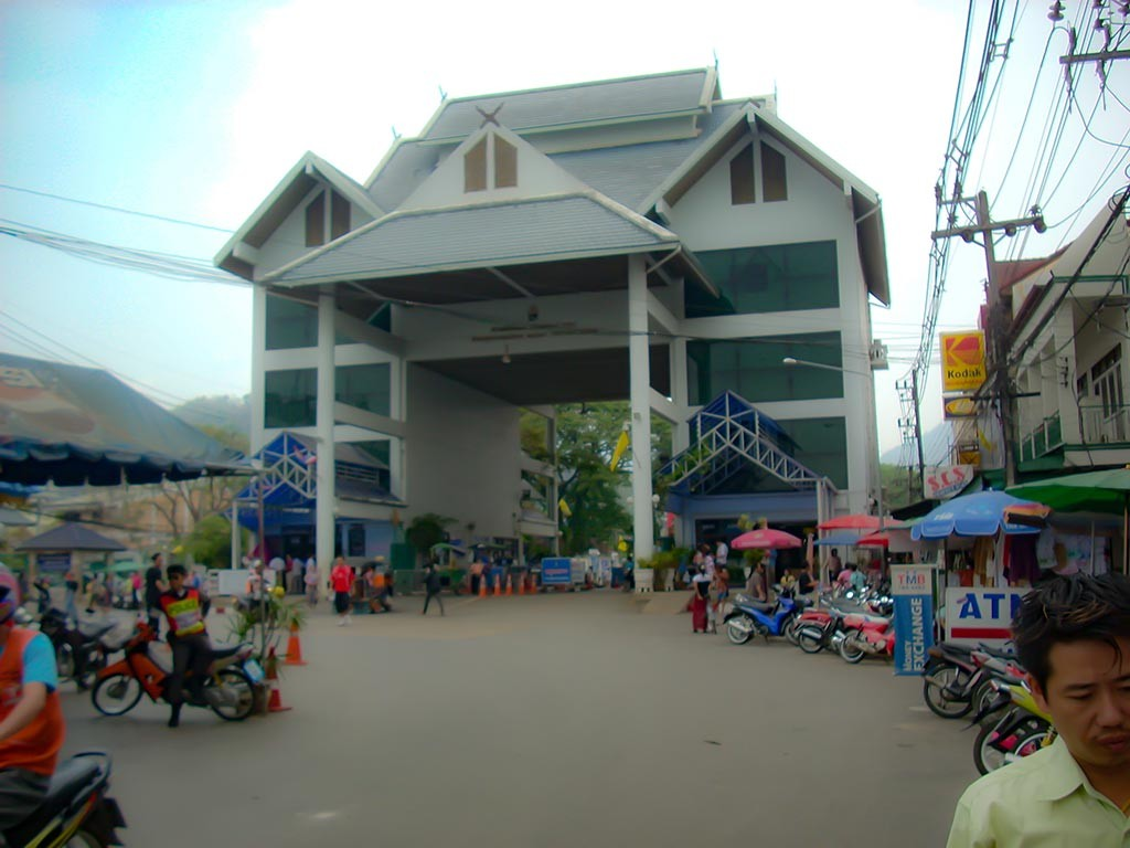 Thailand.Northern-Delights.Mae-Sai-Border-crossing