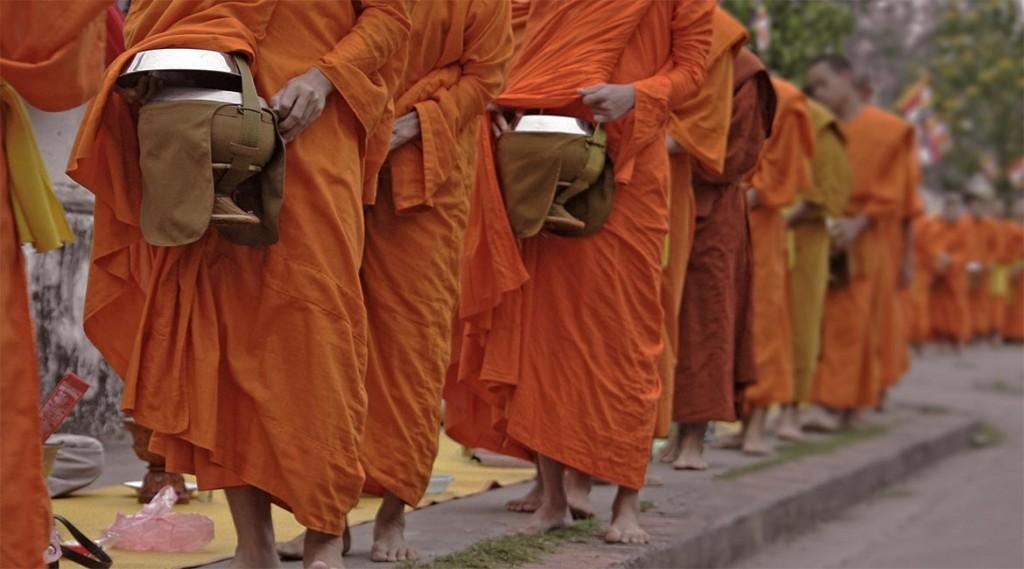 Thailand.Mekong-Cruise.Luang-Prabang.Monk-procession