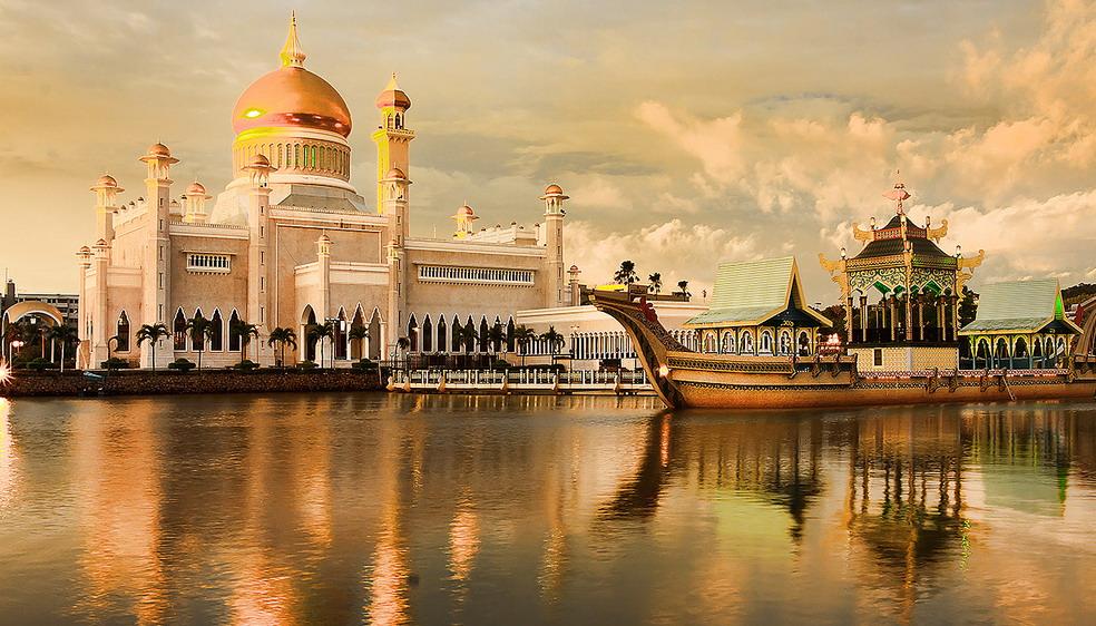 1-Sultan-Omar-Ali-Saifuddin-Mosque2